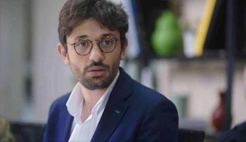 كريم عبدالعزيز يكشف رد فعل والده على أول عمل شارك فيه