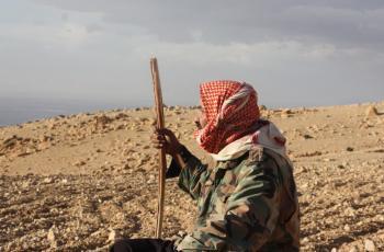 أبو يوسف يعيش وعائلته في بيت الشَّعر منذ 32 عاما ويؤلمه تأخر المطر