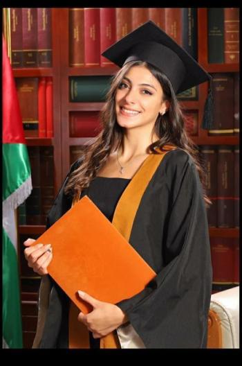 حلا بشار حدادين مبارك التخرج