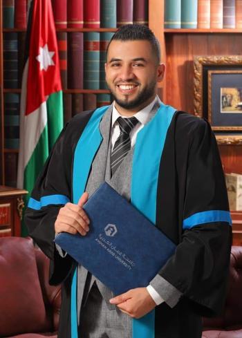 راضي الخطيب يهنئ هيثم الخطيب بتخرجه من عمان العربية
