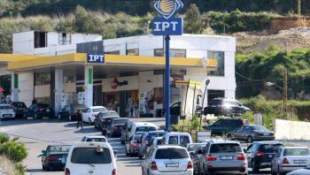 عبيلي بـ20 ! ..  حفلة بنزين في محطة وقود لبنانية! (فيديو)