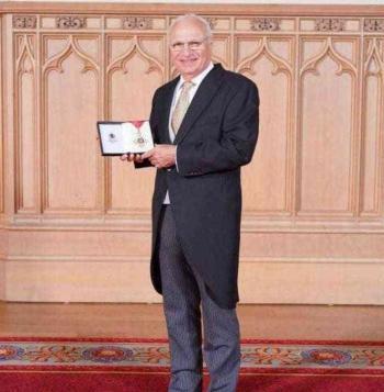 عراقي يحصل على أعلى وسام في الامبراطورية البريطانية