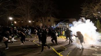 احتجاجات جديدة في أمريكا بعد مقتل رجل أسود على يد شرطي