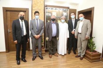 رئيس جامعة البترا يكرم الملحق الثقافي السابق لسلطنة عُمان
