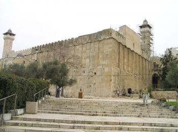 الخليل: مئات المستوطنين المتطرفين يقتحمون الحرم الإبراهيمي