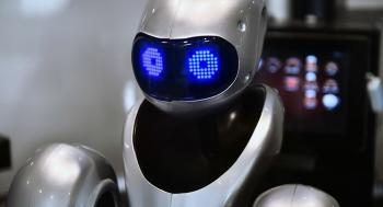 روبوت يجري اختبارات كورونا في مصر