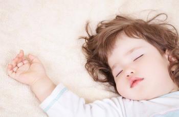 نوم الأطفال مبكرا قد يحميهم من البدانة في مرحلة المراهقة