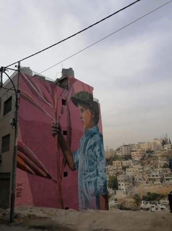 فنانان هولنديان ينهيان جداريات في اللويبدة وجبل عمان