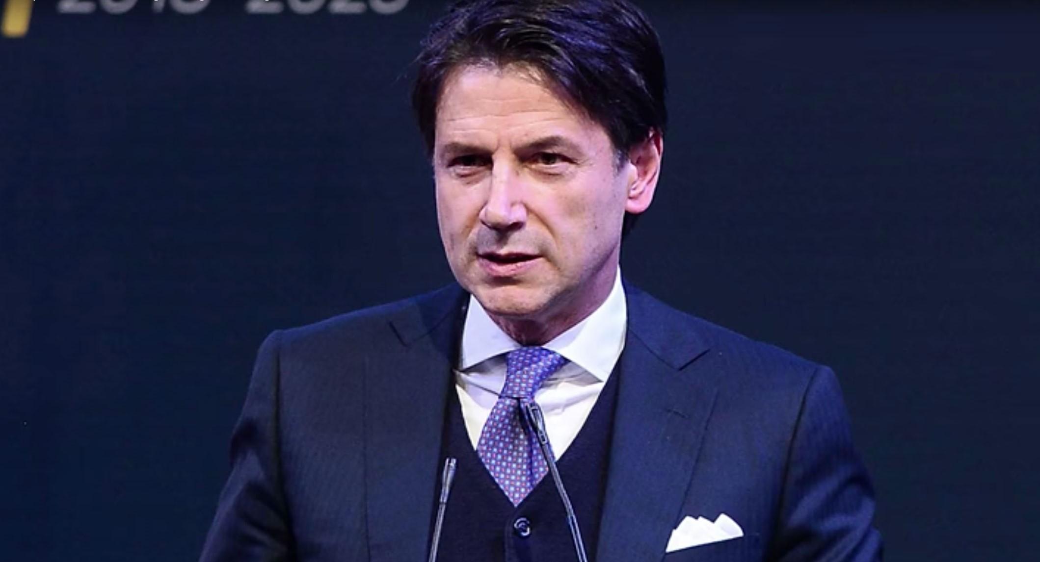 استقالة رئيس وزراء إيطاليا ومشاورات لتشكيل حكومة جديدة