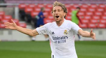 مودريتش يتفق مع ريال مدريد على تجديد العقد