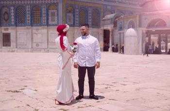 فلسطينيان يعقدان قرانهما في رحاب المسجد الأقصى (صور)