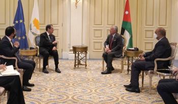 الملك يلتقي الرئيس القبرصي