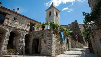 بلدية إيطالية تتيح منازل فاخرة مجانية لقضاء عطلة مميزة
