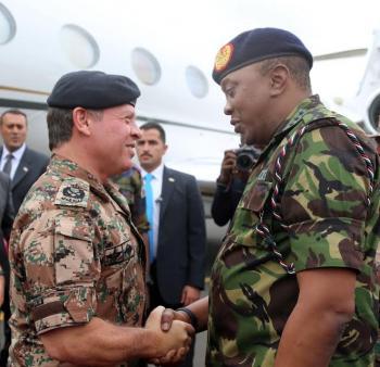 الملك يجري مباحثات مع الرئيس الكيني في نيروبي