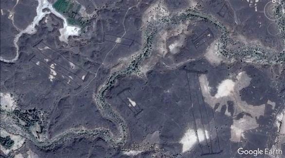 بوابة غامضة محفورة بالصخر السعودية