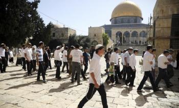 مستوطنون يقتحمون الأقصى بعد رفض الاحتلال اغلاقه