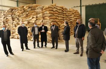 وزير الزراعة يتفقد محطة ابحاث المشقر