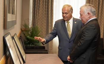الملك يلتقي الأردني الصايغ عضو مجلس ولاية نيويورك