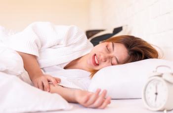 كيف أعرف أنني مصاب بالصرير الليلي وما طريقة علاجه؟