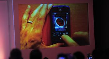 طرح أول هاتف ذكي بـكاميرا خفية