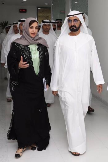 وزيرة إماراتية تباشر عملها بعد 3 أسابيع من الإنجاب