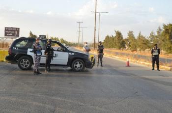 ضبط 127 شخصًا ومنشأتين خالفوا تعليمات الحظر الشامل في إربد