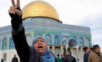 الاحتلال يُبعد مقدسية عن المسجد الأقصى