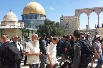 مستوطنون متطرفون يقتحمون الاقصى بحراسة من شرطة الاحتلال