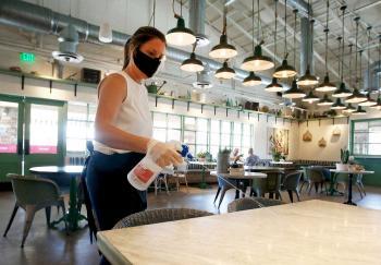 مطعم لزبون واحد في السويد خوفاً من كورونا