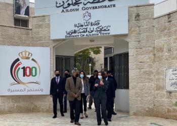 السفيرة البريطانية تلتقي محافظ عجلون وتزور مشاريع ممولة من بلادها