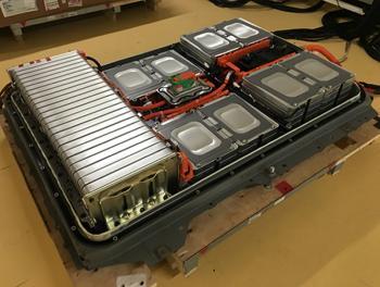 لجنة لتحديد مواصفات تسمح باستيراد بطاريات سيارات الكهرباء المستعملة