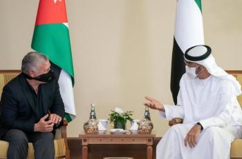 الملك في أبوظبي: حل الدولتين هو السبيل الوحيد لإنهاء الصراع الفلسطيني الإسرائيلي