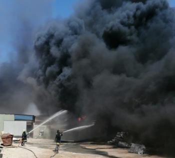 حريق مصنع في عمّان (صور)