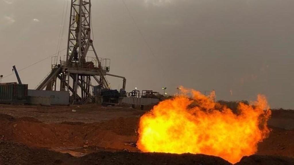 مصدر: متنفذ وراء وقف الحفر في بئر 50 بحقل الريشة الغازي