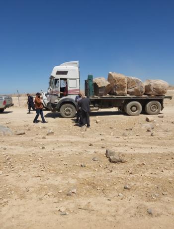 ضبط شاحنة محملة بالبازلت في الهاشمية