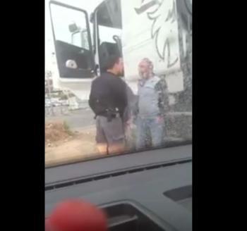 مقطع اعتداء شرطي إسرائيلي على فلسطيني بالقدس يثير ضجة بإسرائيل (فيديو)