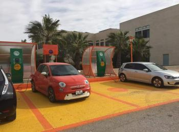 المشروع العلمي الأول من نوعه لشحن السيارات الكهربائية في جامعة الزيتونة الأردنية