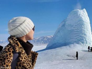 البركان العجيب ..  كله من الجليد ..  حتى الحمم جليدية