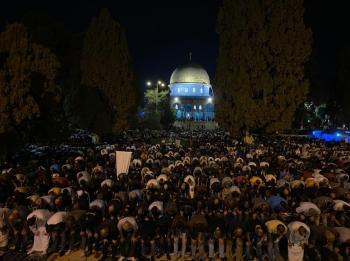 أكثر من 90 ألف مصل يحيون ليلة القدر في المسجد الأقصى