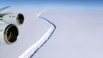 انفصال جبل جليدي عملاق في القارة القطبية الجنوبية