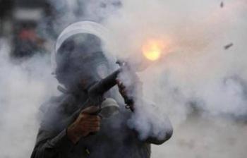 حالات اختناق في الخليل جراء إطلاق قوات الاحتلال الغاز المسيل للدموع