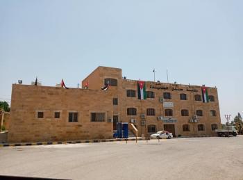 إغلاق المبنى الرئيسي لبلدية معدي الجديدة 48 ساعة