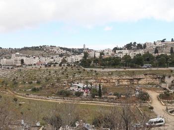 الاحتلال ينفذ عمليات هدم وتجريف في بلدة الطور بالقدس المحتلة