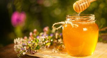 5 فوائد صحية للعسل الأبيض