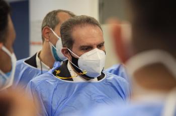 استعدادا لارتفاع اصابات كورونا ..  وزير الصحة يتفقد مستشفى عمان الميداني