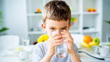 متى نشرب الماء قبل أو بعد أو اثناء الأكل ؟