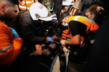 78 إصابة وعشرات حالات الاختناق بمواجهات مع الاحتلال في القدس