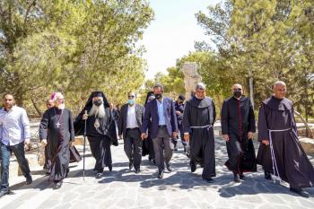وزير السياحة يطلق مشروع  تأهيل درب الحج المسيحي بمأدبا