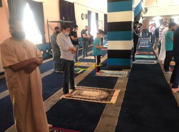 بعد أسابيع من التوقف ..  الأردنيون يصلون الجمعة في المساجد (صور)