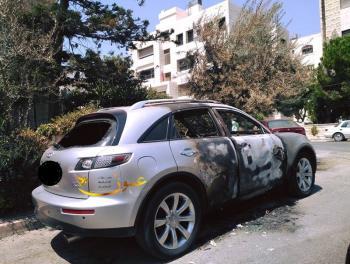 سيارة مهجورة قرب حديقة الطيور تثير التساؤل